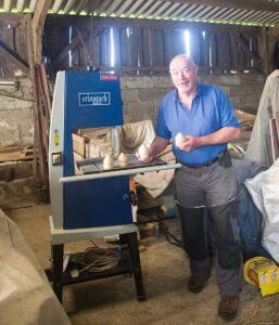 Gary, le menuisier anglais fabrique des toupies chinoises